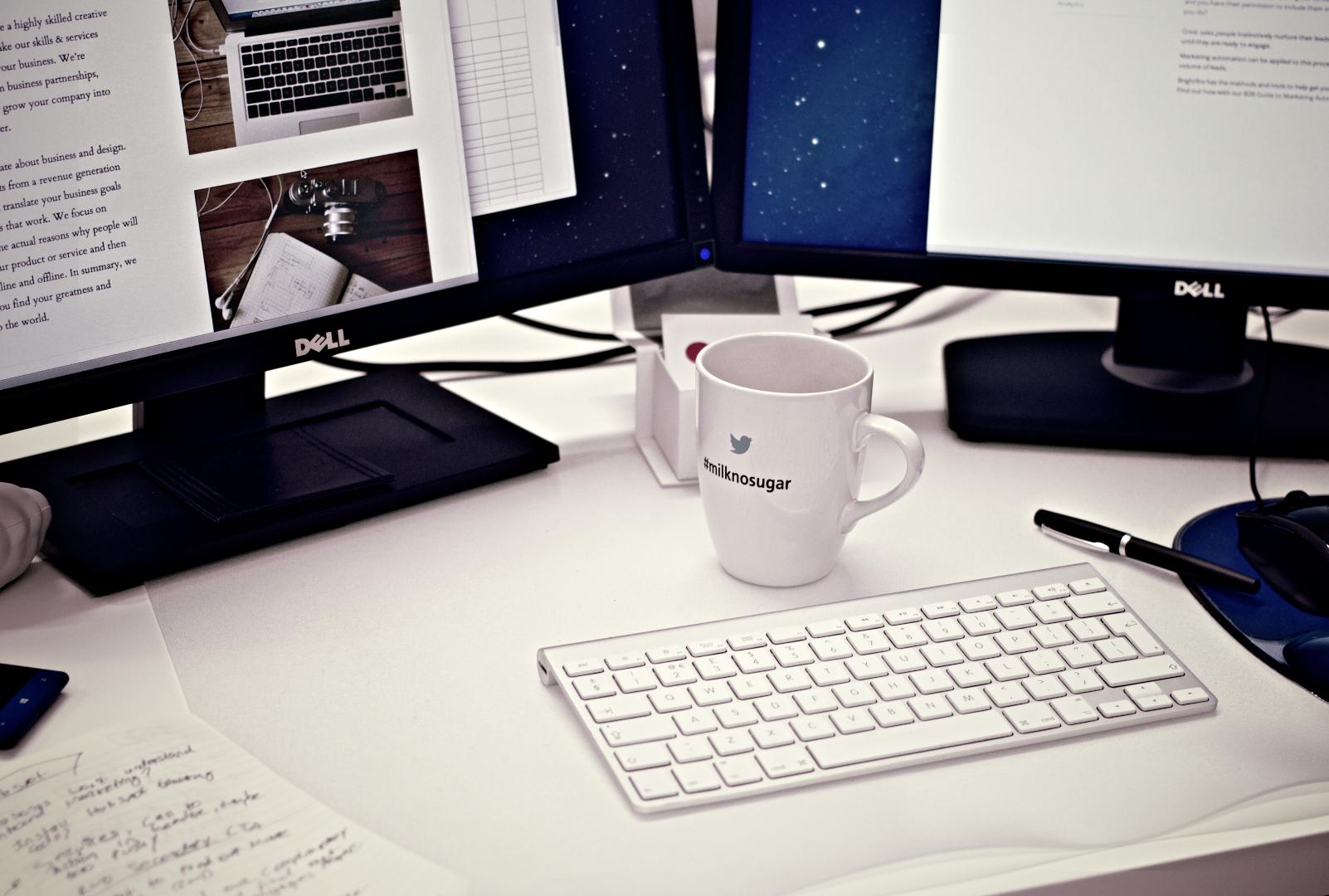 cup-dell-desk-4458-crop